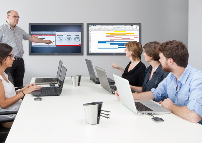 Create the Ultimate Huddle Room: Our Top 7 Tips!